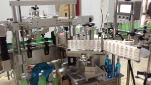 BKAL-BS130T Fully automatic Round bottle 3-side labeling machine