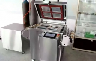 Manual tray sealing machine with gas-flushing