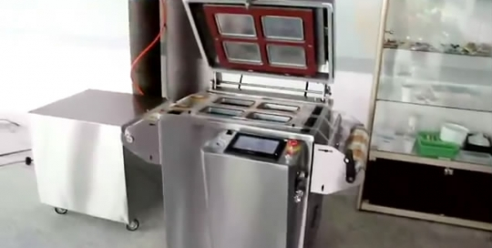 Manual tray sealing machine with gas-flushing