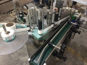 tabletop vertical auto round bottle labeling machine