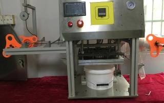 BKSS-B Semi auto big bucket sealing machine Manual barrel roll film sealer Tabletop big box film sealing machine