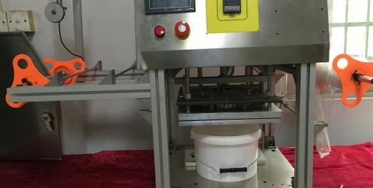 BKSS-B Semi auto big bucket sealing machine Manual barrel roll film sealer Tabletop big box film sealing machine